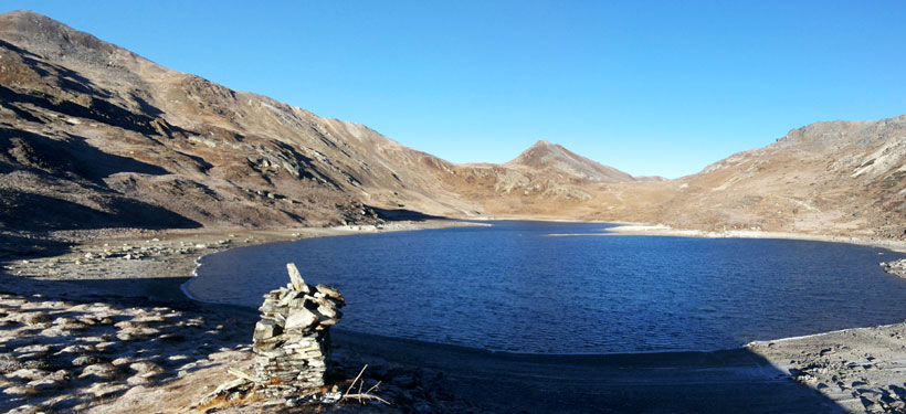 Lake before Chhe La